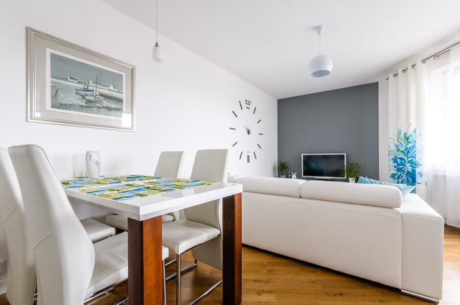 projekt mieszkania biel turkus biały dąb kuchnia ikea szary